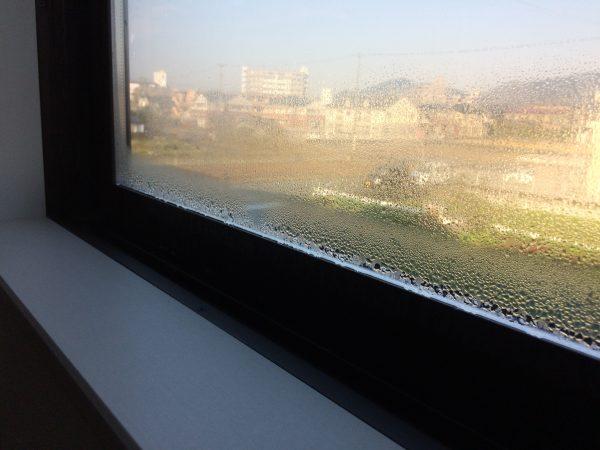 窓ガラス結露
