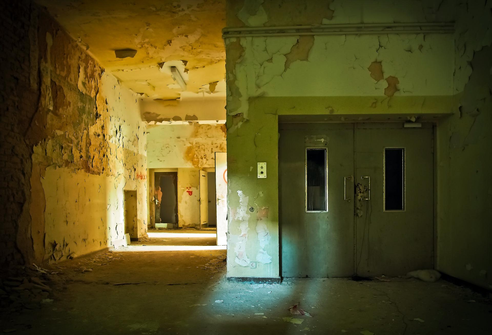 古びたエレベーター