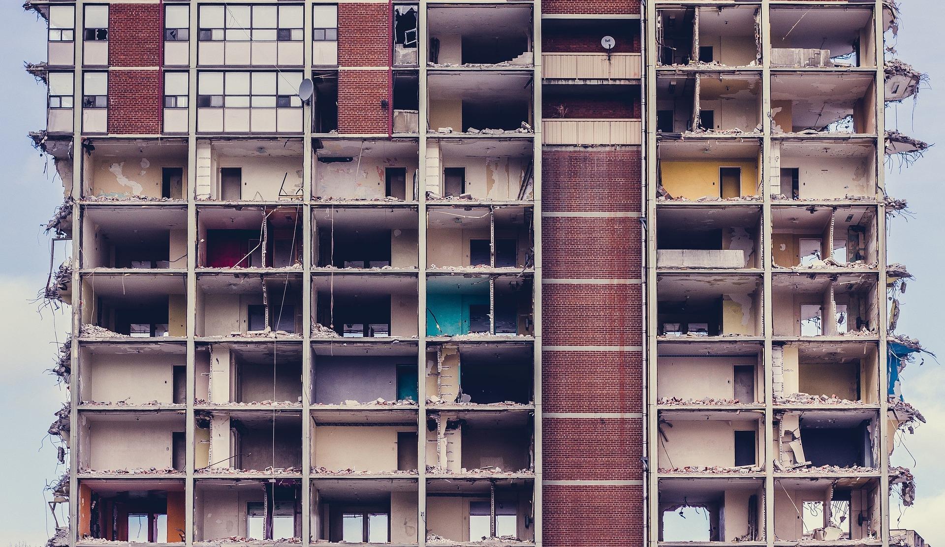 荒れ果てた建物